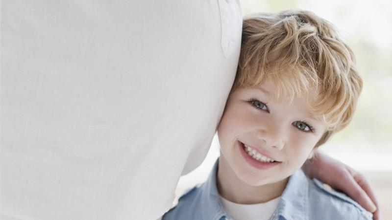 为人父母,都希望自己的宝宝可以是健健康康的,聪明又可爱的。那么,在怀孕期间的准妈妈就要注意了,准妈妈自身也要保持健康,营养的饮食习惯和规律的生活!    一、宝宝要健康,需要补充蛋白质、钙、铁   蛋白质是构成人体的主要物质,能影响到胎儿的发育;钙是胎儿骨骼、牙齿发育的重要元素;而胎儿的血液需要大量的铁和蛋白质等原料,都会从妈妈身体里吸取。   二、宝宝要聪明,那需要补充叶酸   想要宝宝聪明,脑袋就要发育完好,叶酸是胎儿脑发育的重要元素,可防止胎儿脑神经畸形。   三、宝宝要可爱,各种维生素必不可少